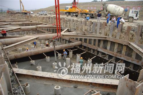 根据规划,福州火车南站地下将兴建岛式带有折返线的两层地铁车站