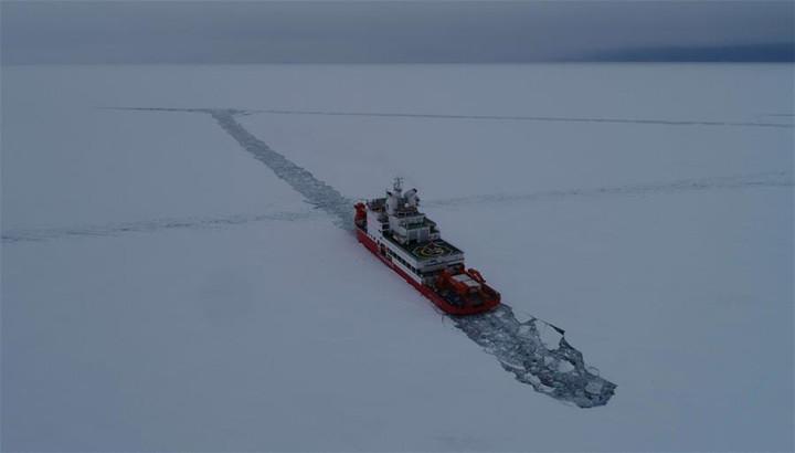"""""""雪龍2""""號完成首向和尾向破冰試驗"""