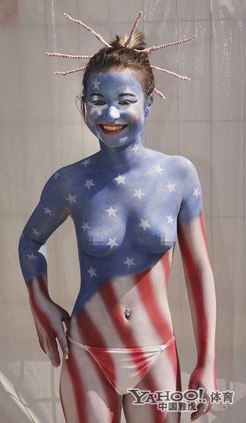 性感美女的另类裸露 人体彩绘风靡体育比赛图