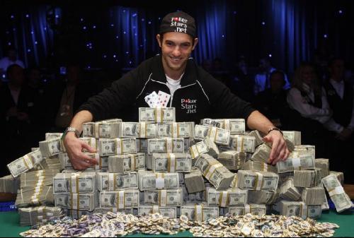 美国21岁新晋赌王赢得850万美元巨额奖金