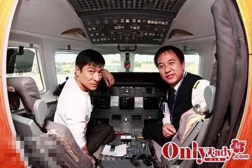 曝光众明星的奢华私人飞机