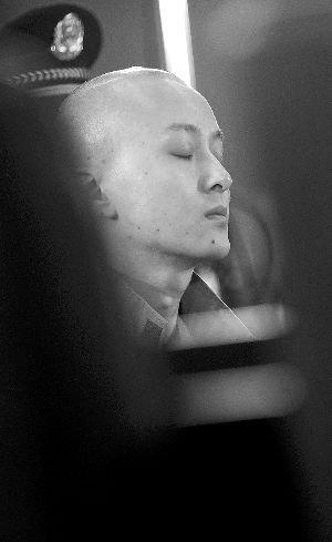 """5月20日,陈家在""""英菲尼迪车祸案""""一审庭审中.新华社记者 公磊 摄图片"""