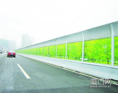 仙岳路高架橋隔音板貼風景畫 被指遮擋視野畫蛇添足