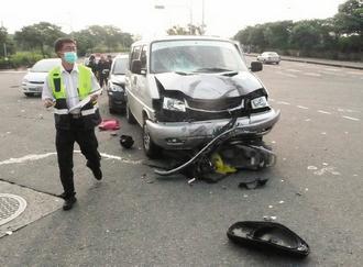 昨天她和陈映儒约好,骑车到陈家载陈映儒应考,出门五分钟就出车祸.图片