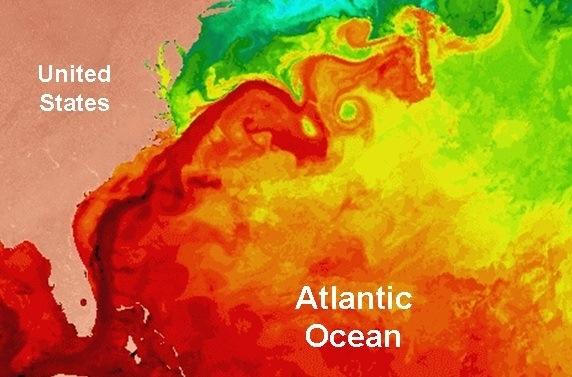 图中标注为暗红色的是从墨西哥湾流入大西洋的墨西哥暖流。图片来源:美国国家海洋和大气管理局(NOAA)    甲烷水合物样品。图片来源:美国地质调查局(USGS) 原标题:北美东海岸甲烷冰或将解冻应对气候变化面临新挑战 最近发表在《自然》杂志上的一项研究报告显示,由于流经北美东海岸的墨西哥湾暖流发生了变化,沉睡在该地区约1万平方公里海床上的冰冻甲烷已变得很不稳定。由于甲烷的温室效应远远大于二氧化碳,因此研究人员认为,任何大规模的甲烷释放都将对气候产生重大影响。 专家称,在沿着北美海岸线的广阔海域上,墨西哥