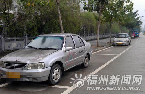 驾校教练车霸占公共停车位几个月 业主无位可停