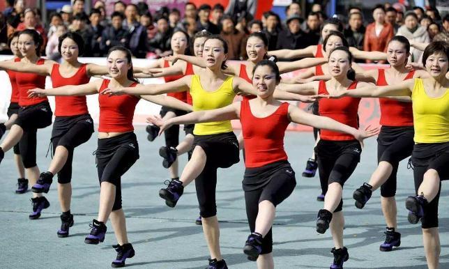 规范广场舞,不仅要划禁区也要拓空间