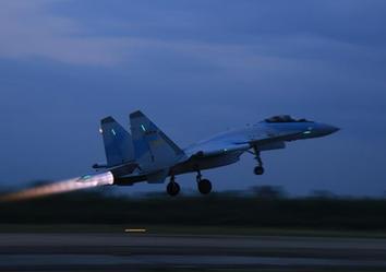 (图文互动)(1)中国空军苏-35战机飞赴南海战斗巡航