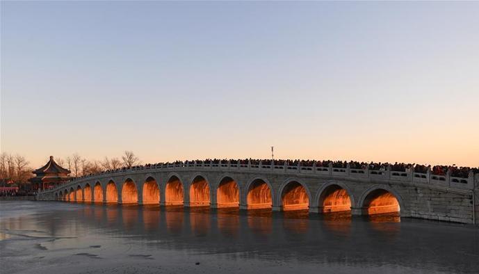 """(环境)(1)颐和园十七孔桥现""""金光穿洞""""美景"""