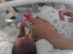 """(健康)(1)新生儿重症监护室里的""""天使妈妈"""""""