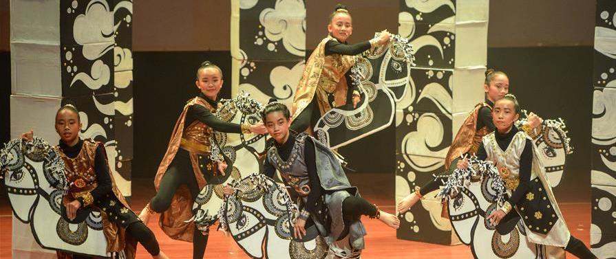 (国际)(4)马来西亚学生用马来语演出《三国演义》舞台剧