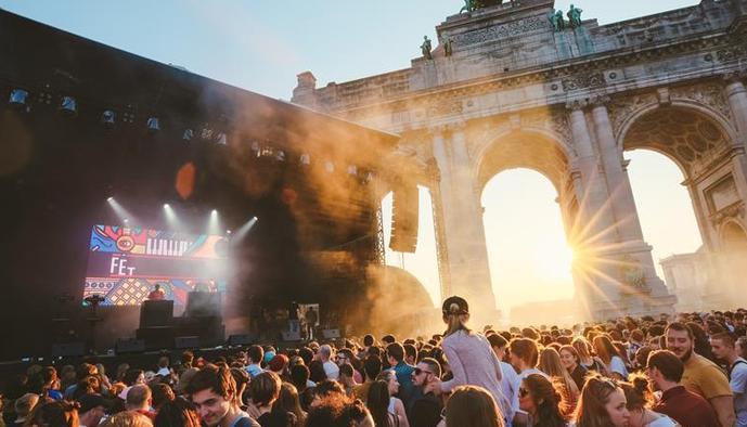(国际)(1)比利时上演夏至音乐节