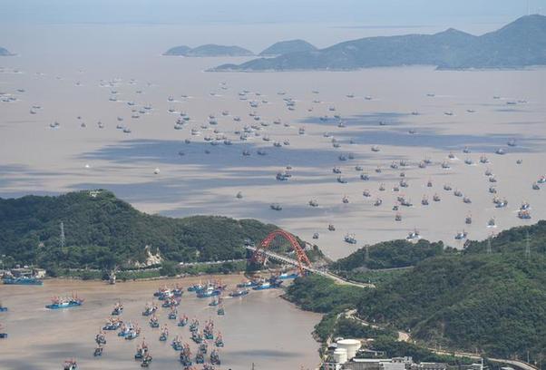 (社会)(4)东海伏季休渔结束 浙江象山千艘渔船整装出海