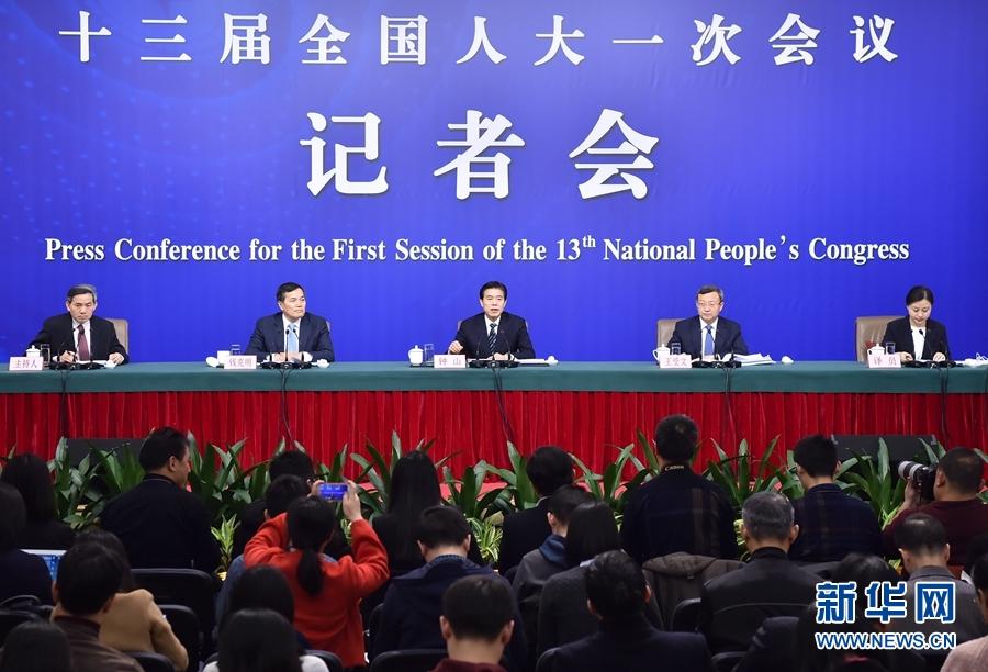 邀请商务部部长钟山、副部长兼国际贸易谈判副代表王受文、副部长